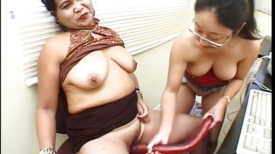 Quality porn Shemale naomi and her large cock